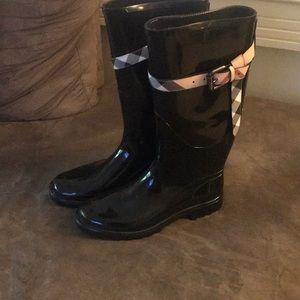 Burberry, popular rain boots